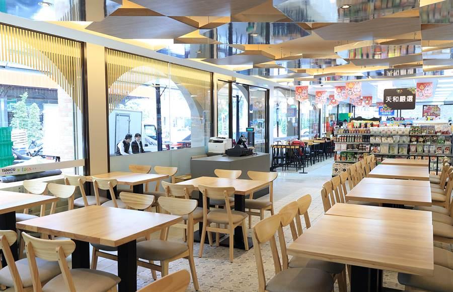 全家高雄天誠店因規劃為「超商+餐廳」,設有60個座位數,是全家全台座位數最多的店舖。圖/業者提供