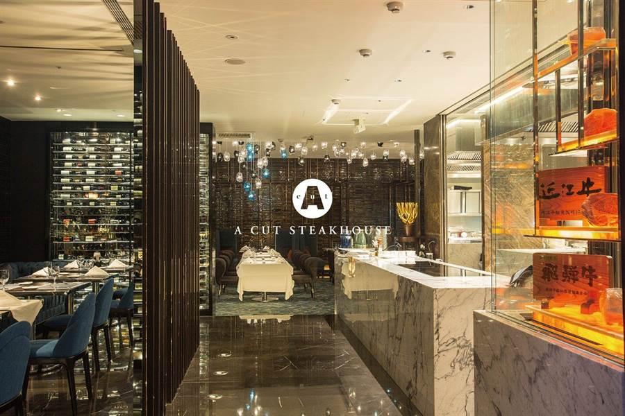 台北國賓館內「億萬級牛排館」A Cut受惠改裝效益,2018年共吸引逾4.6萬名饕客上門,帶動全年營收成長逾1成、順利達成營運目標。(圖/國賓大飯店)