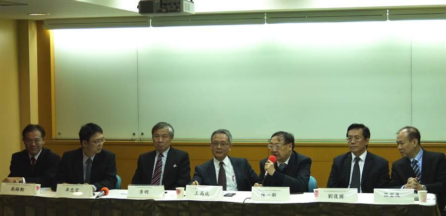 中華民國國際關係學會19日舉行「2019年全球局勢展望」座談會。(潘維庭攝)