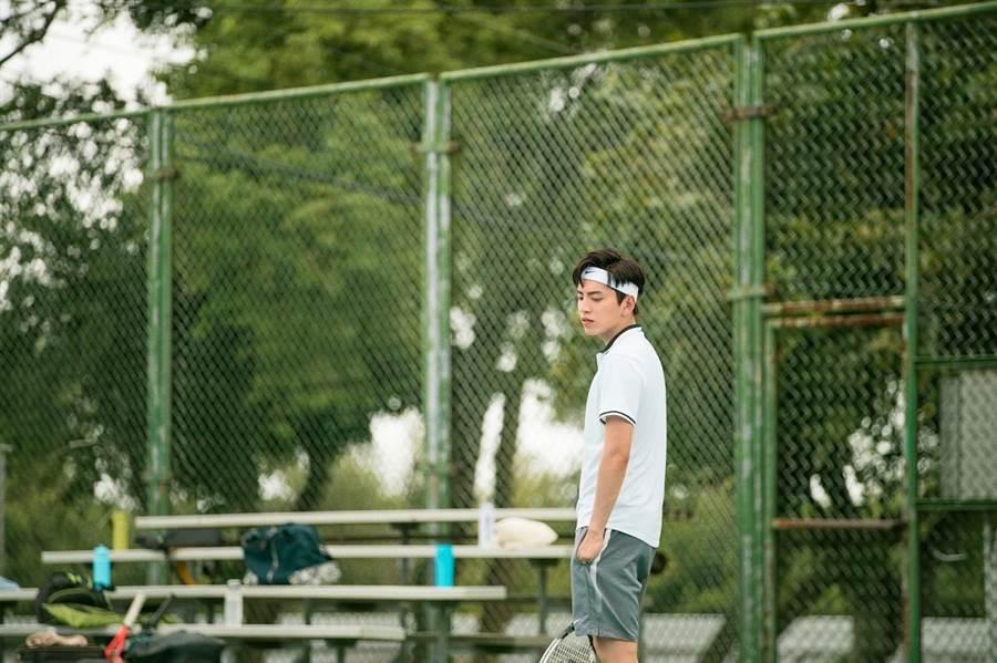 王大陸為電影練打網球,學一堆才藝。(車庫娛樂提供)