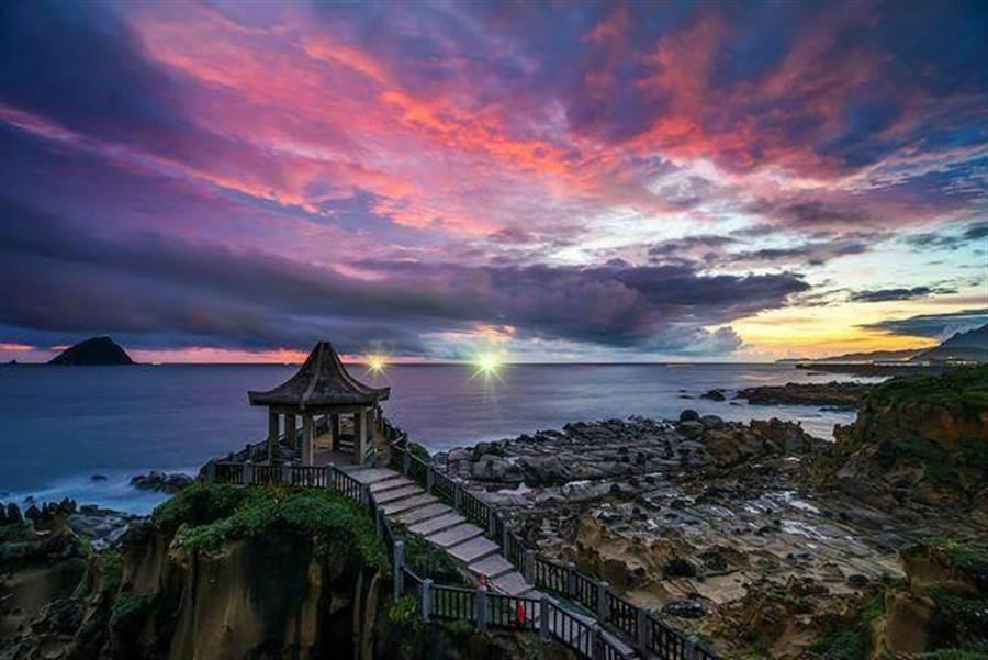 「和平島公園」月色海岸風情。(北觀處提供)