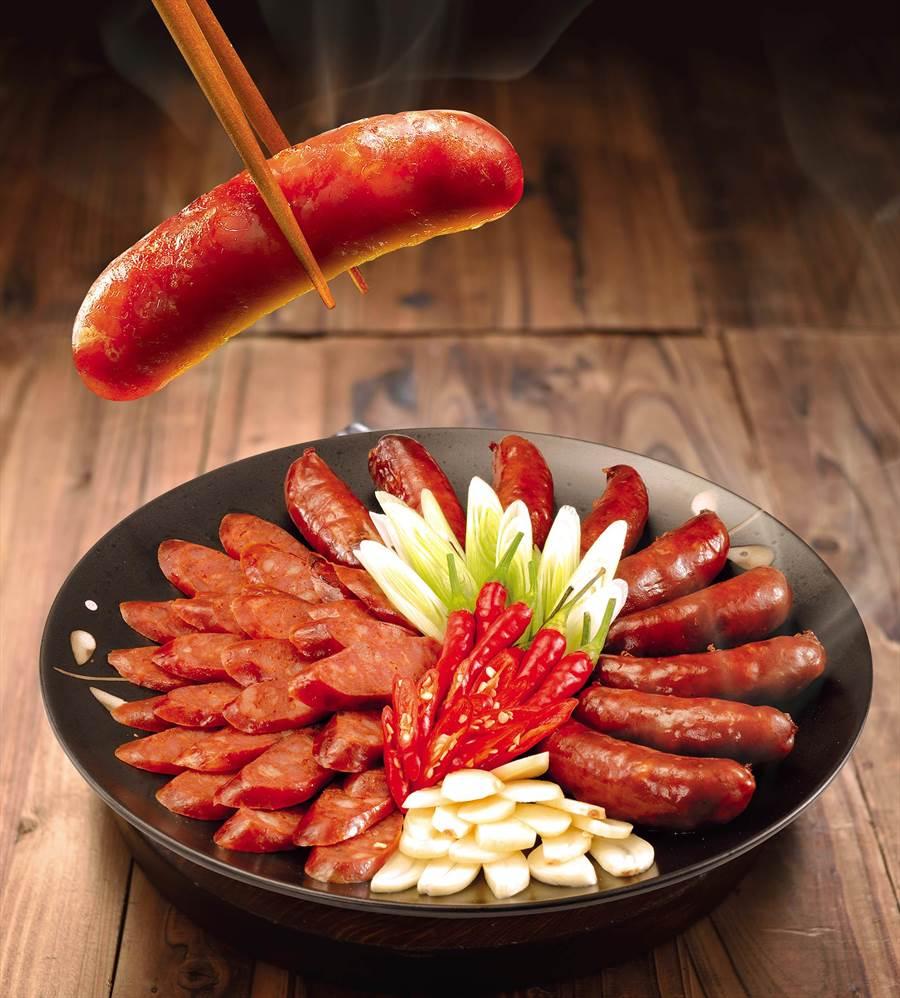 黑橋牌「黑豬肉香腸」嚴選100%台灣在地黑豬製成。圖/業者提供