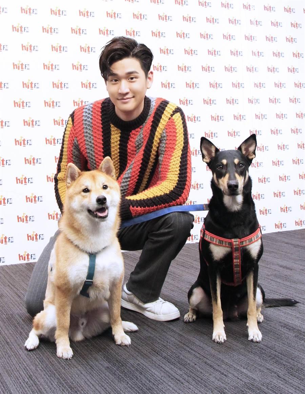 周興哲昨出席關懷流浪動物公益活動。(HitFm提供)