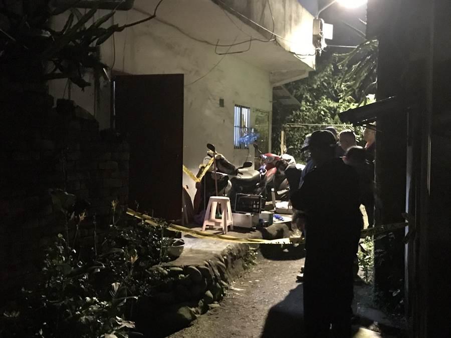 新北三峡发生儿子勒死母亲人伦悲剧,警方封锁现场调查中。(叶德正翻摄)
