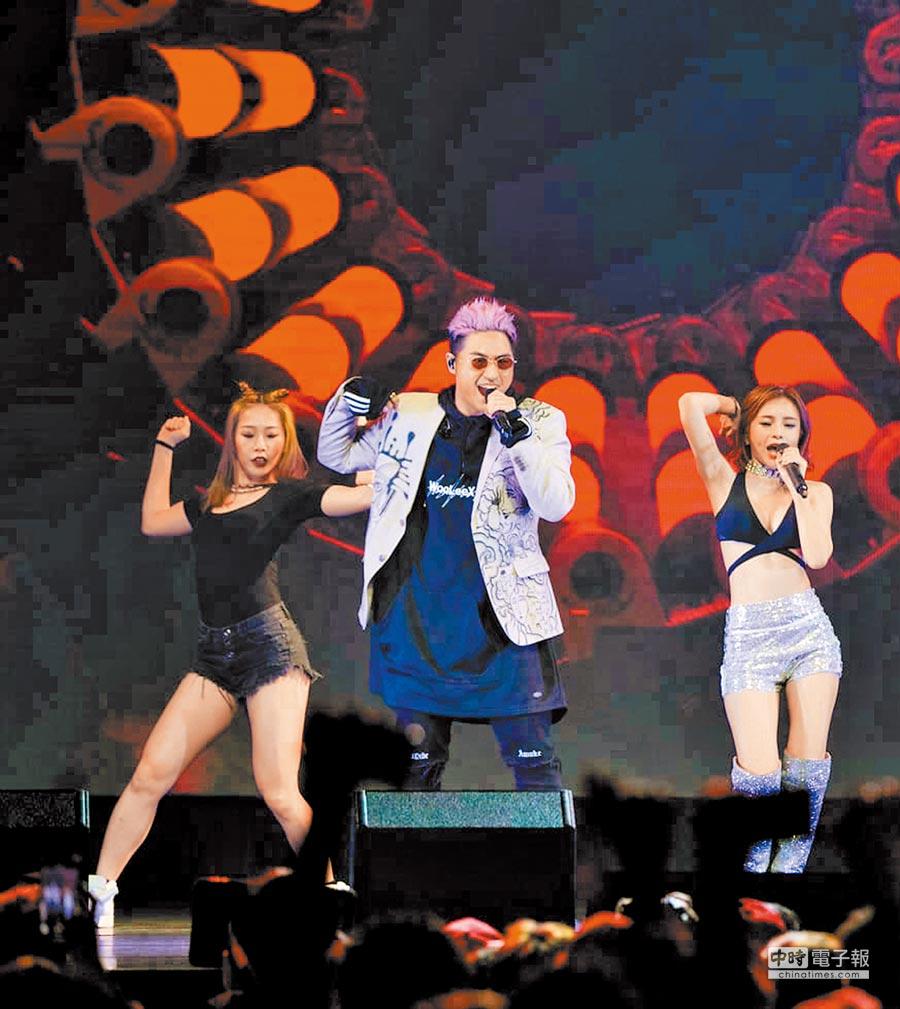 鹿希派(左)與斯亞合體開演唱會準備一個多月。