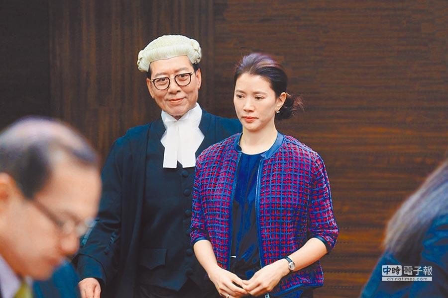 袁詠儀(前)在片中飾演大反派。