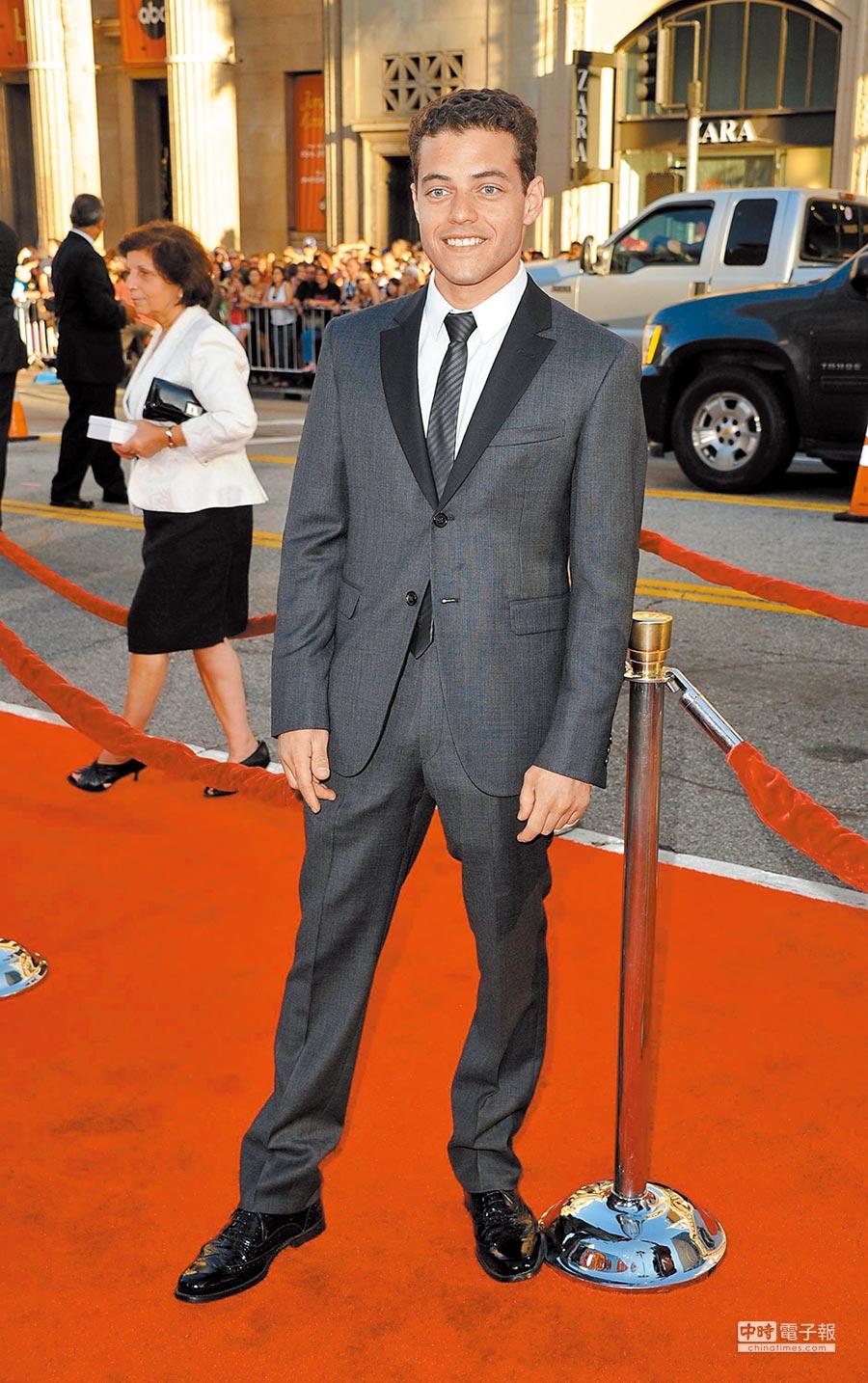 2011年,雷米馬利克在洛杉磯出席電影《愛情速可達》首映時,選擇深黑色的燕尾服式西裝,走中規中矩路線。(CFP)