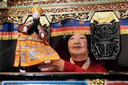 86歲布袋戲女藝師江賜美 允文允武翻弄舞台江山