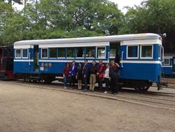 烏樹林車站慶重生 穿制服免費搭火車