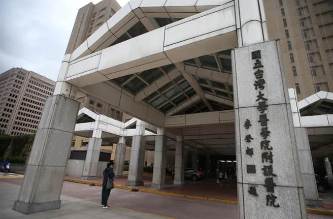 圖為台大醫院大門外觀。(資料照 陳怡誠攝)