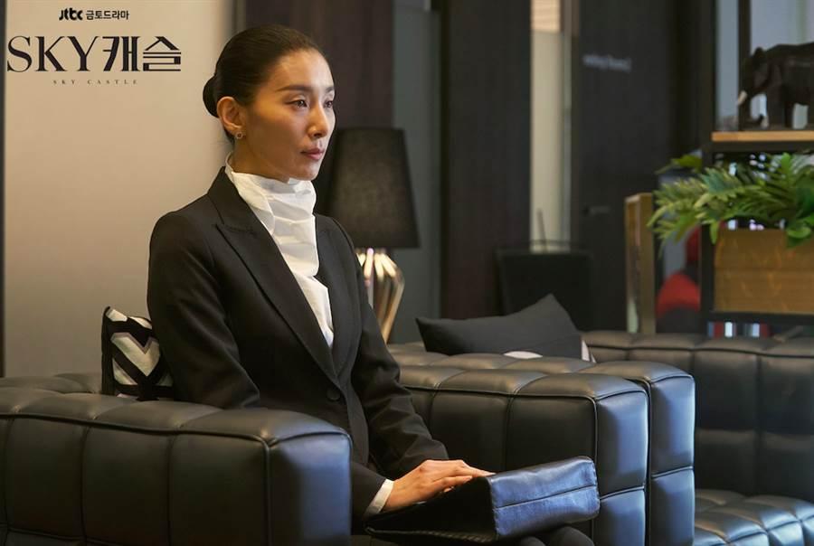 金瑞亨在《SKY castle》中被網友懷疑謀殺自己的丈夫。(圖/翻攝JTBC Drama)