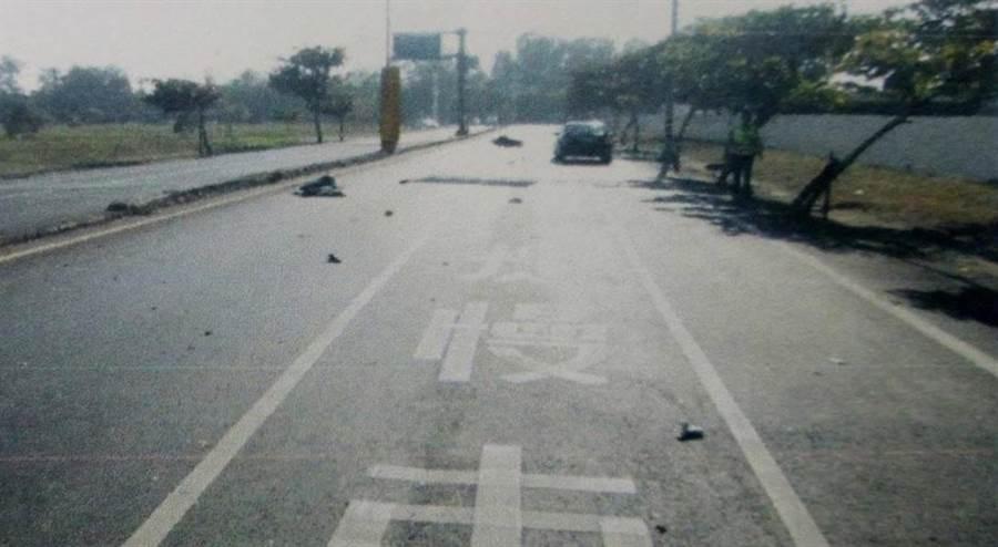 後方駕駛車輛提供的行車紀錄器畫面,距車禍現場有點距離。(程炳璋翻攝)