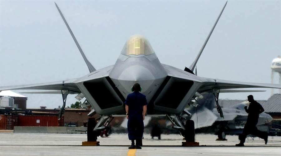 F-22量少質精,美國空軍試著在它身上使用金屬3D零件以降低時間與金錢的維護成本。(圖/美國空軍)