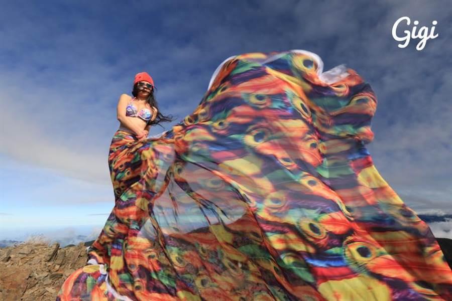 女山友攀中央山脈失足墜谷,證實是網路知名「比基尼登山客」吳季芸。(圖取自臉書《G哥比基尼的高山足跡》)