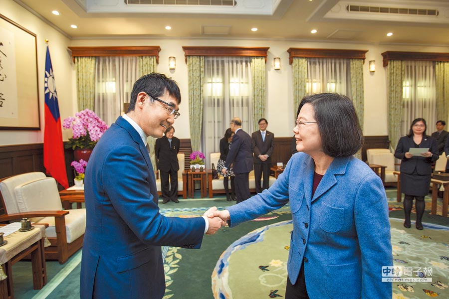 蔡英文總統17日接見日本眾議員河井克行,希望日方能持續給予協助,支持台灣加入CPTPP。(總統府提供)