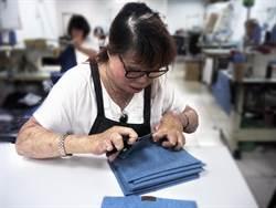 CSD中衛攜手陽光基金會 聘燒燙傷友縫製牛仔口罩收納包