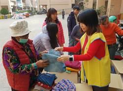 春節前夕送暖統一企業社會福利基金會捐3萬件二手衣助弱勢