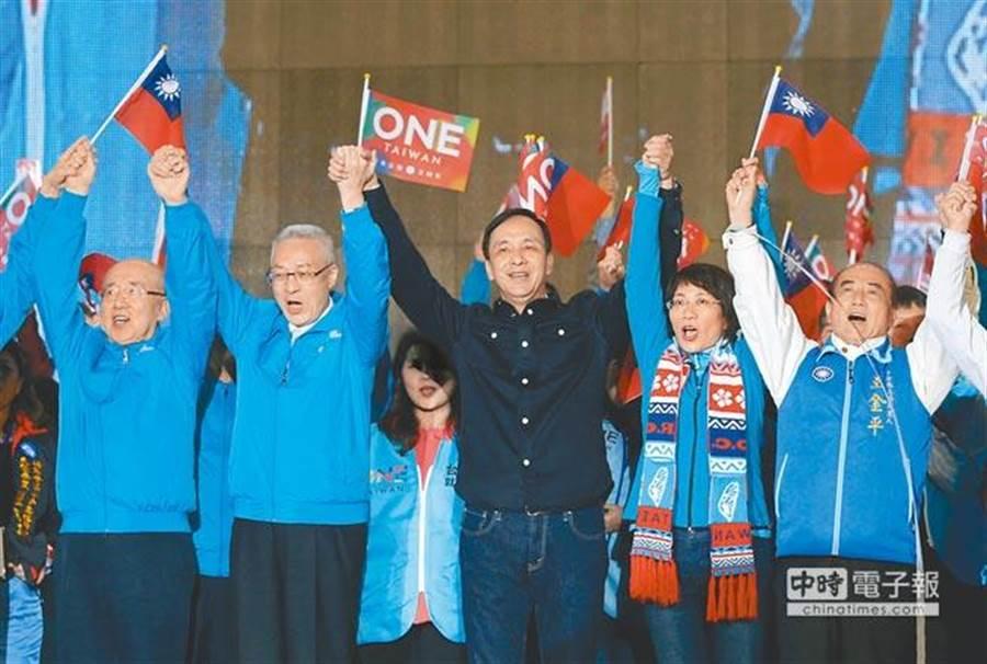 目前國民黨最可能參與初選者,包括已宣布的前新北市長朱立倫(中)、前立法院長王金平(右)及主席吳敦義(左二)。(王錦河攝)