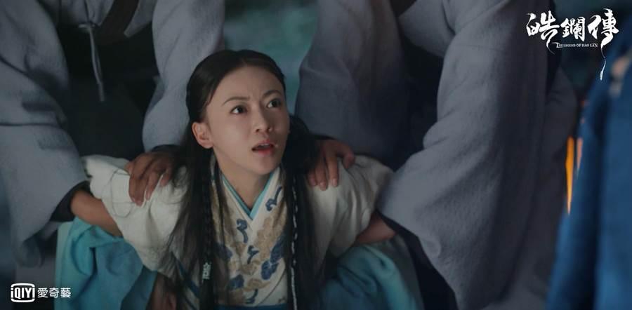 吳謹言飾演的李皓鑭劇中慘被欺凌。(愛奇藝台灣站)