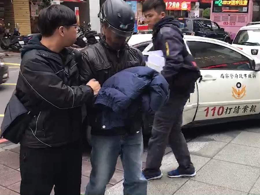 49歲廖姓男子因繳不出酒駕罰款,偷竊贓車行搶遭逮。(葉書宏翻攝)