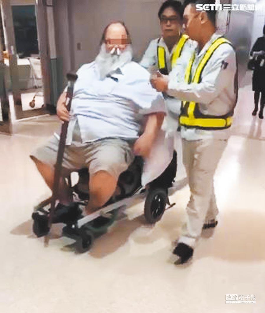 老外才在飛機上羞辱台灣空姐,下飛機就像沒事一樣。(摘自三立新聞網站)