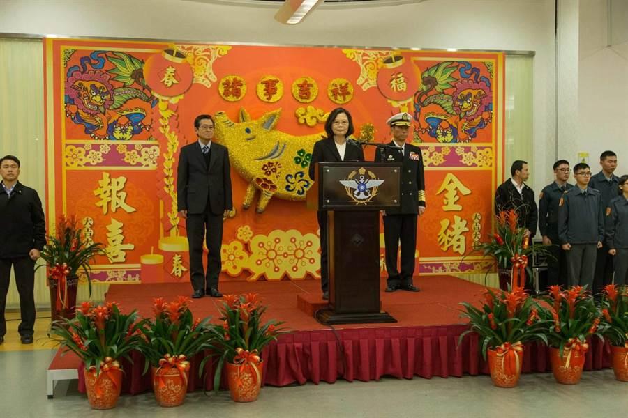 國防部中午舉辦新春餐會,蔡英文總統出席並向官兵賀節。圖/軍聞社提供
