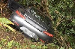 自由作家借千萬超跑試車自撞 慘!車頭撞毀人受傷
