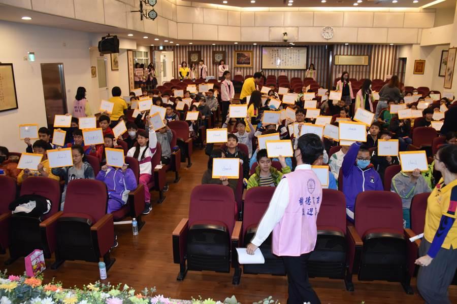 23日上午120名選手齊聚樹德家商進行高雄市第一屆國中生英文單字王決賽。(樹德家商提供)