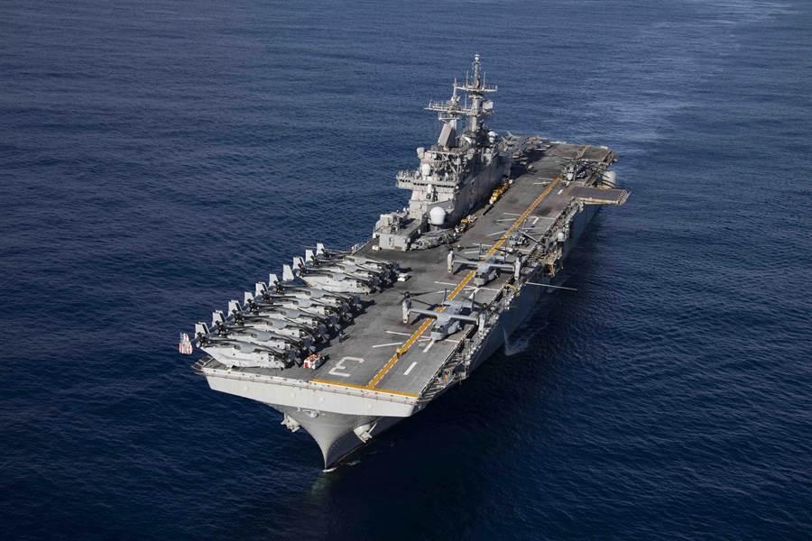 圖為滿載各種登陸裝備的美軍基薩奇山號兩棲攻擊艦。(圖/美國海軍)