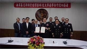 鼓勵終身學習 崇右與海軍基地支援指揮部結盟
