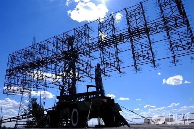 中國大陸電子科技14所製造的JY-27對空警戒雷達。(圖/中共空軍官網)