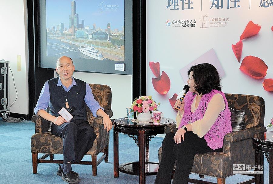 高雄市長韓國瑜(左)23日與二月觀光代言人陳文茜對雙語教育等多項議題交流。(林瑞益攝)