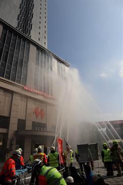 萬華飯店逼真消防演練外國旅客搶圍觀