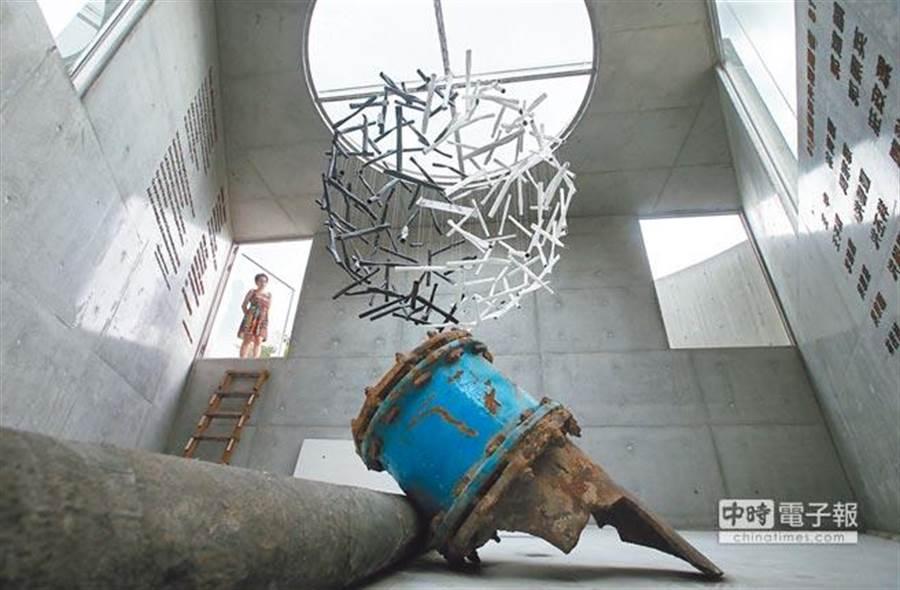 高雄市政府在五權國小旁建造的裝置藝術《記憶的漣漪》。