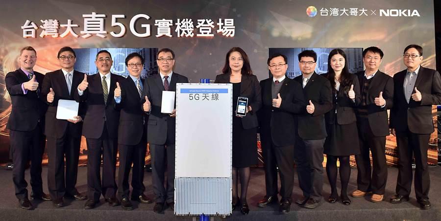台灣大哥大「真5G」記者會展演國內首次亮相的5G實體天線。(圖/台灣大哥大提供)