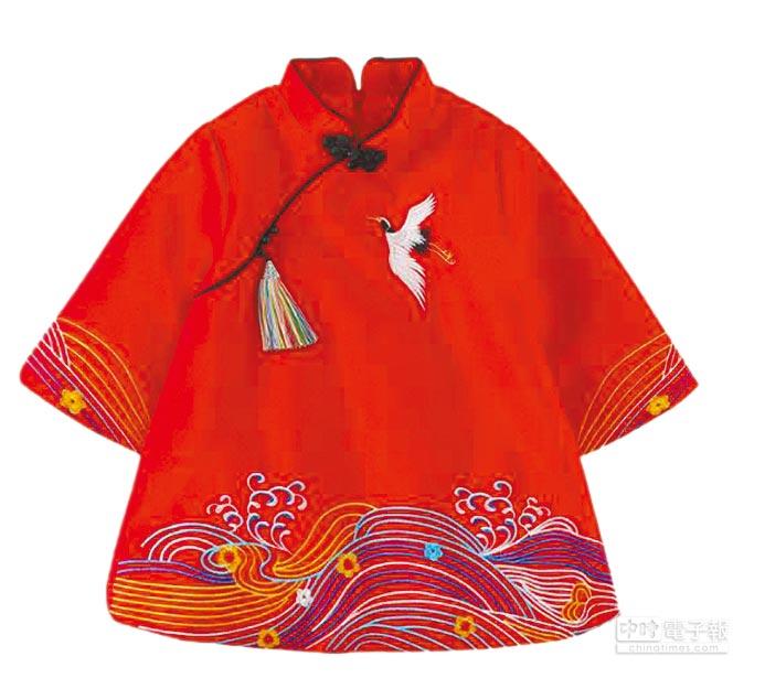 SOGO忠孝館2月1起於5F童裝區不限消費金額+399元可加價購1件童裝中國服,有90cm、110cm2種尺寸,3款共限量30件。(SOGO提供)