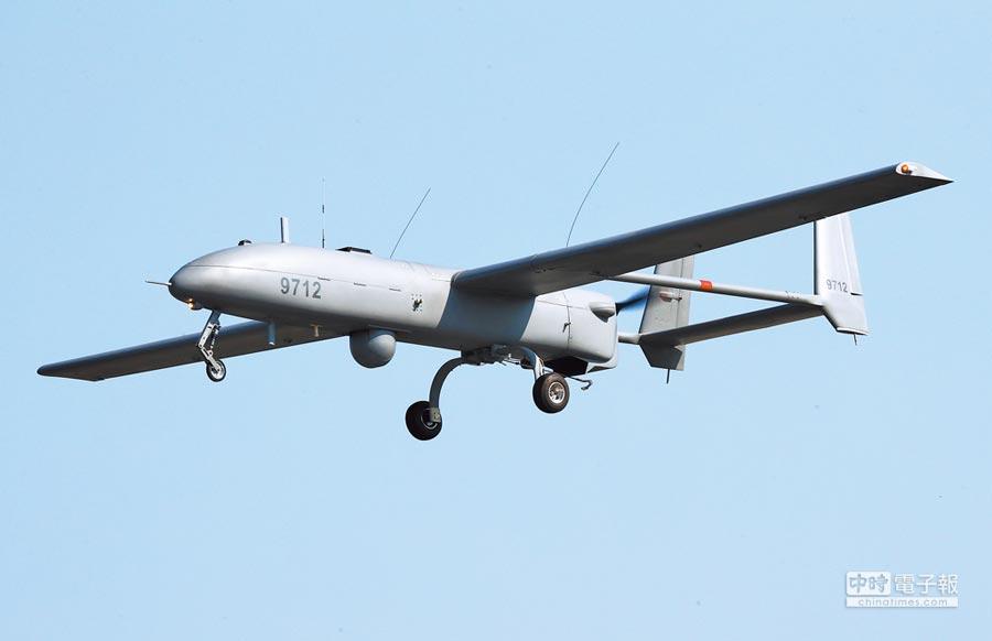 銳鳶無人機翼展長度8.6公尺,機身全長5.3公尺,機身高度1.6公尺,酬載重量55公斤。(中央社)