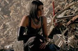 杜娃黎波變身戰鬥天使獻聲《艾莉塔》主題曲