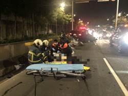 台北環河南路三段驚傳翻車!賓士碰撞重機 騎士重傷送醫