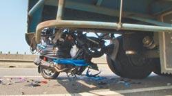 拖板車司機臨停吃便當 學生撞車亡