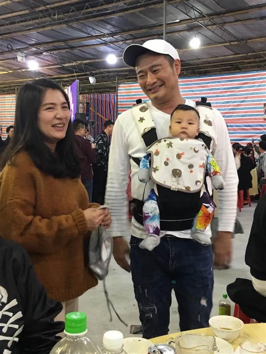 林佑星和老婆及3個月女兒。(洪秀瑛攝)