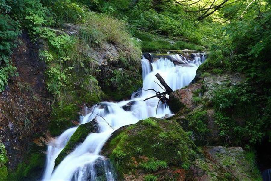山形縣銀山溫泉的瀑布美景。(達志影像/shutterstock提供)