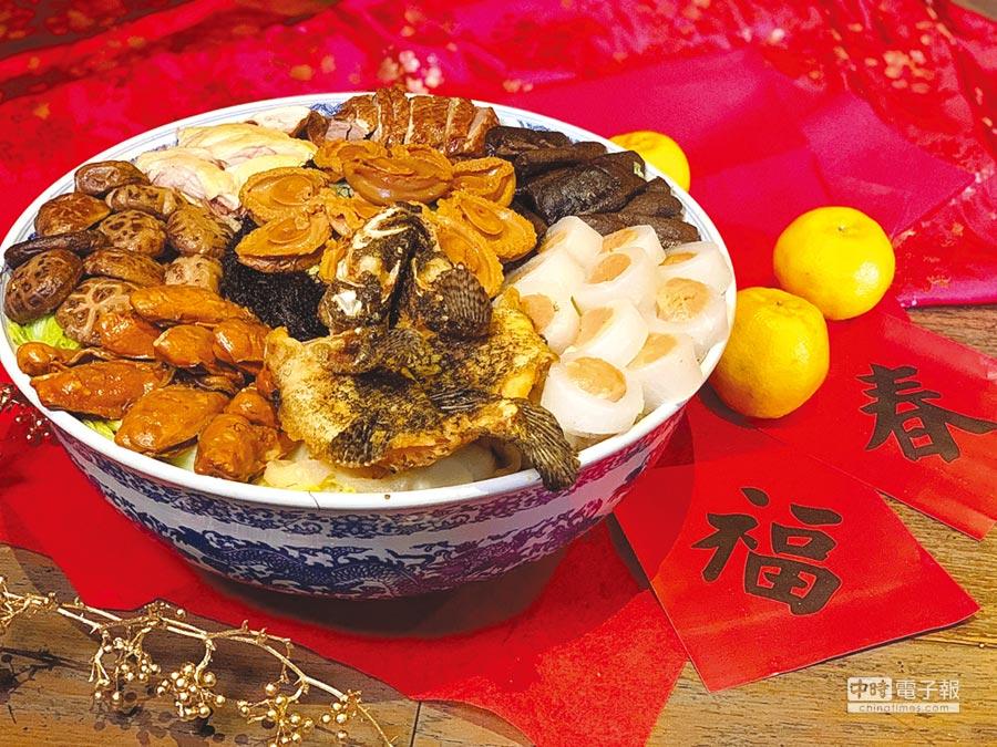 台北君品酒店〈頤宮〉中餐廳今年推出的「大富豪盆菜」,選用多樣珍饈,層層推疊出圍爐美饌。圖/君品酒店