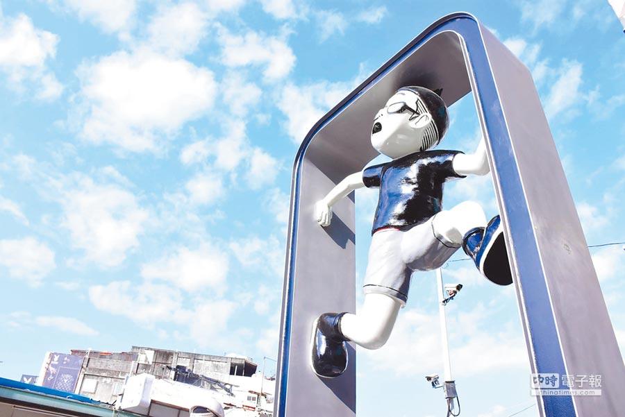花蓮市區第二座Duncan裝置藝術25日在大禹街裝置完成。(花蓮市公所提供)
