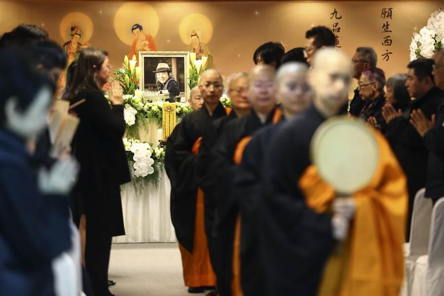 台灣知名作家林清玄22日凌晨於睡夢中過世,享壽65歲。27日上午9點家屬在台北佛光道場為林清玄舉辦告別式。(鄧博仁攝)