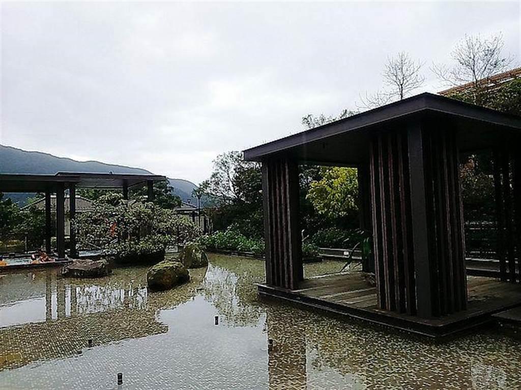 天籟溫泉渡假酒店有濃濃的日式風情,此為露天泡湯區。