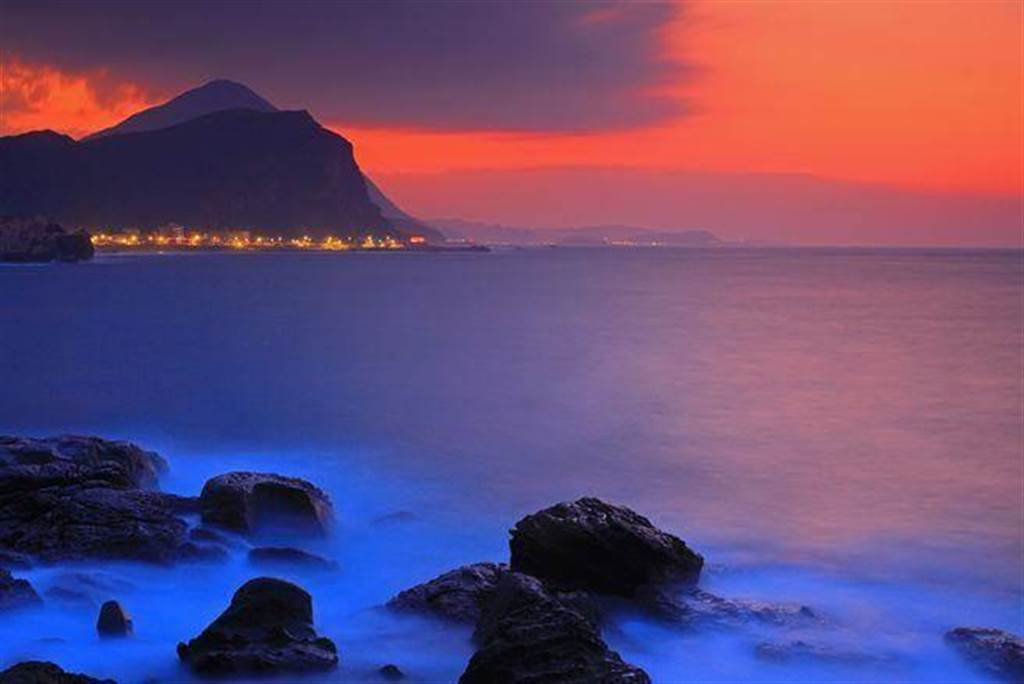 面向太平洋的北海岸,在夕陽餘暉下更顯美麗。(達志影像/shutterstock提供)