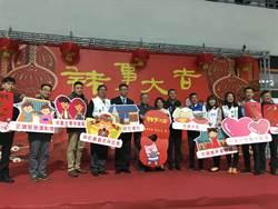 嘉義市長黃敏惠大年初一發紅包 與老公蓋手印「續約」生生世世愛情