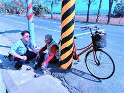 9旬老翁騎腳踏車體力不支 暖警助返家