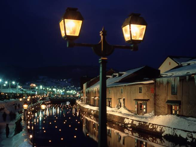 北海道「小樽運河」的夜景更是別有一番氣氛
